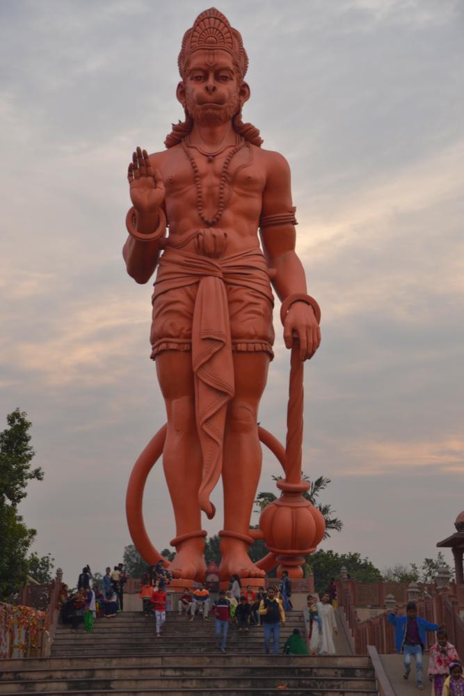 Фото 21. Бог Хануман в храме Чаттарпур Мандир. Высота статуи - 25 метров. Отзывы о самостоятельной прогулке по Дели. 1/200, 6,3, 100, 55.