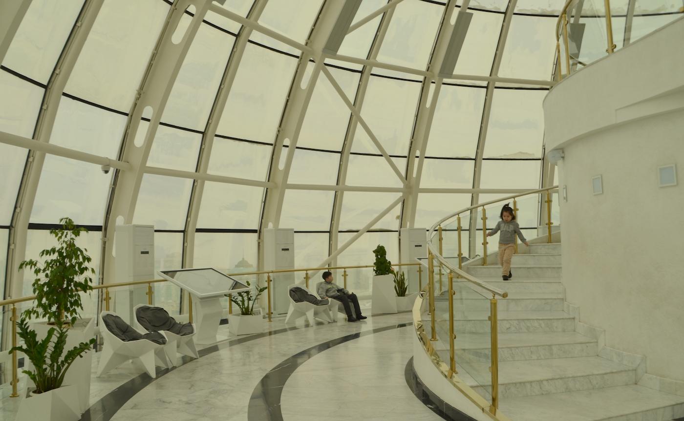 Фотография 5. Внутри шара монумента Байтерек. Отзывы о прогулке по Астане во время пересадки по пути на Мальдивы. 1/200, 7.1, 100, 55.