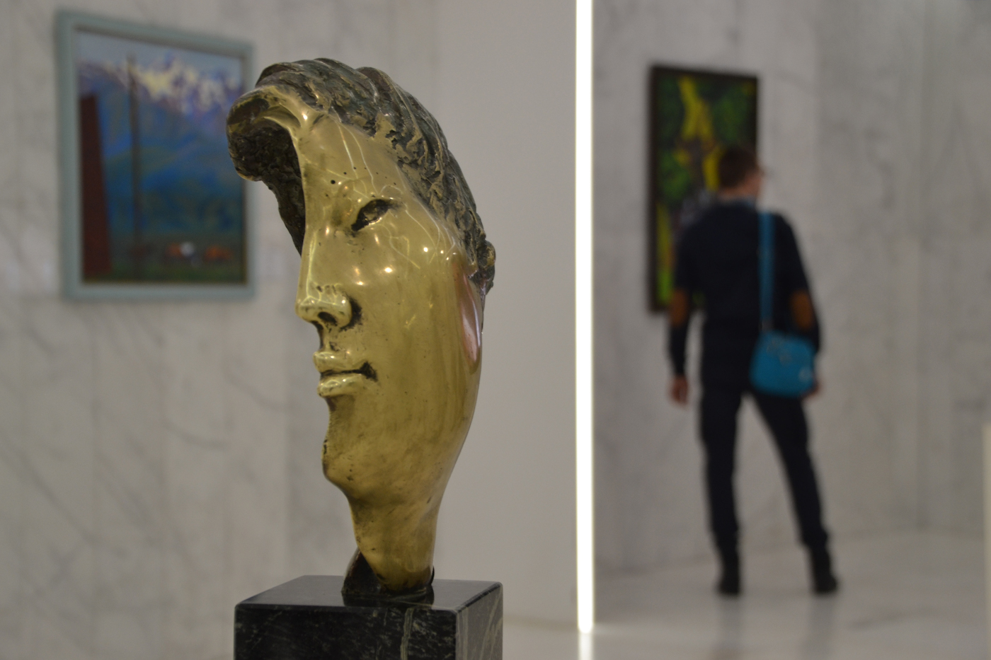 Фото 9. В музее искусств, расположенном в башне Байтерек. Что посмотреть в Астане за несколько часов.1/125, 5.6, 400, 55.