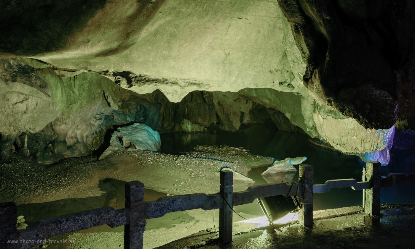 """Фото 2. В пещере """"Корона"""". Достопримечательности в окрестностях города Гуйлинь. Баланс белого при съемке в пещере оставляет желать лучшего. Снято на Nikon D5100 с объективом Nikon 17-55mm f/2.8 со штатива Sirui T-2204X. Настройки: В=8 сек., f/9.0, ISO 100, ФР-17 мм."""