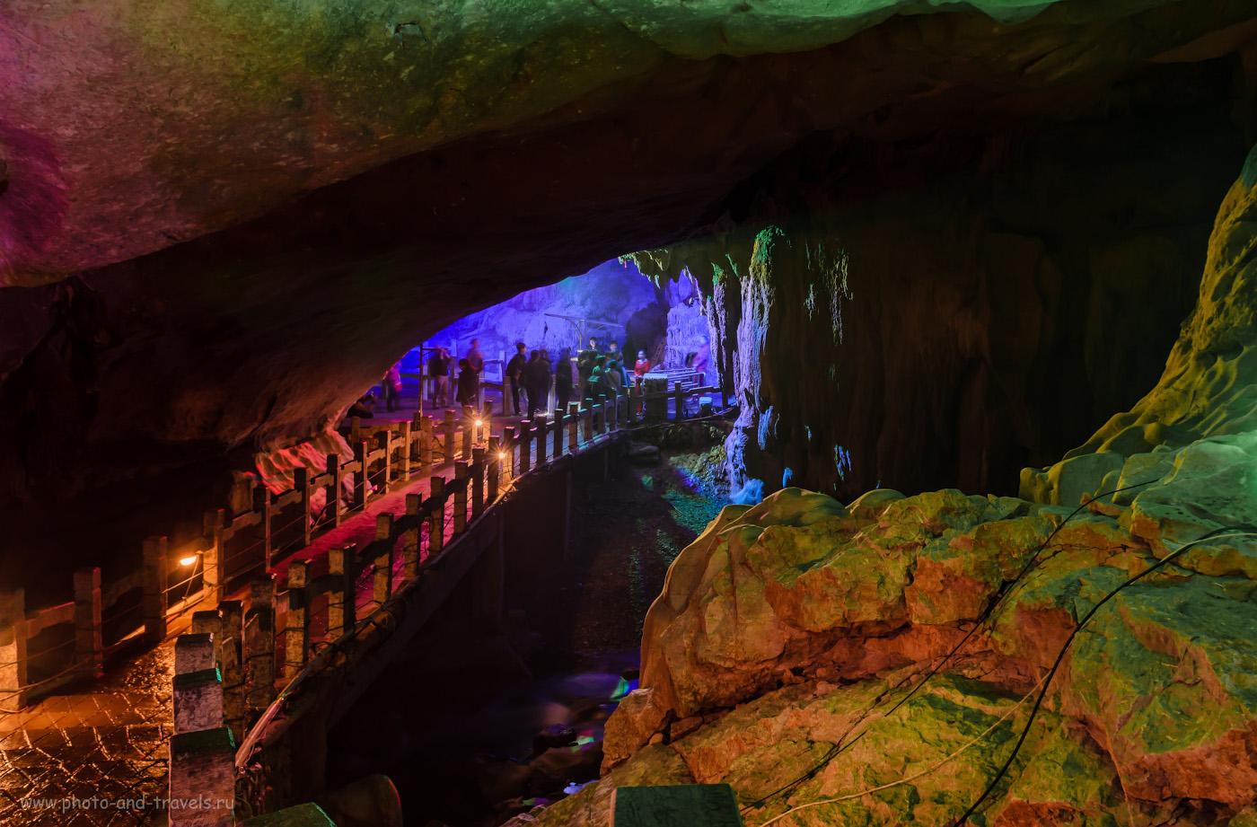 Фото 4. Экскурсионные туры в Китай. Поездка в Гуйлинь. Подземный мост в Guanyan Cave (6 секунд, f/8, 17мм, 100)