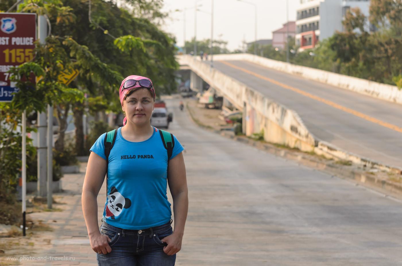 """3. По пути к пирсу Паттайи. Отзывы туристов об отдыхе в Таиланде. Пример портрета, снятого на зеркалку Nikon D5100 (все фото, кроме фонтана """"Дельфины"""" получены на эту камеру) и телевик Nikkor 70-300. Настройки камеры: 1/640 сек, 0 eV, приоритет диафрагмы, f/5, 85 мм, ИСО 250."""