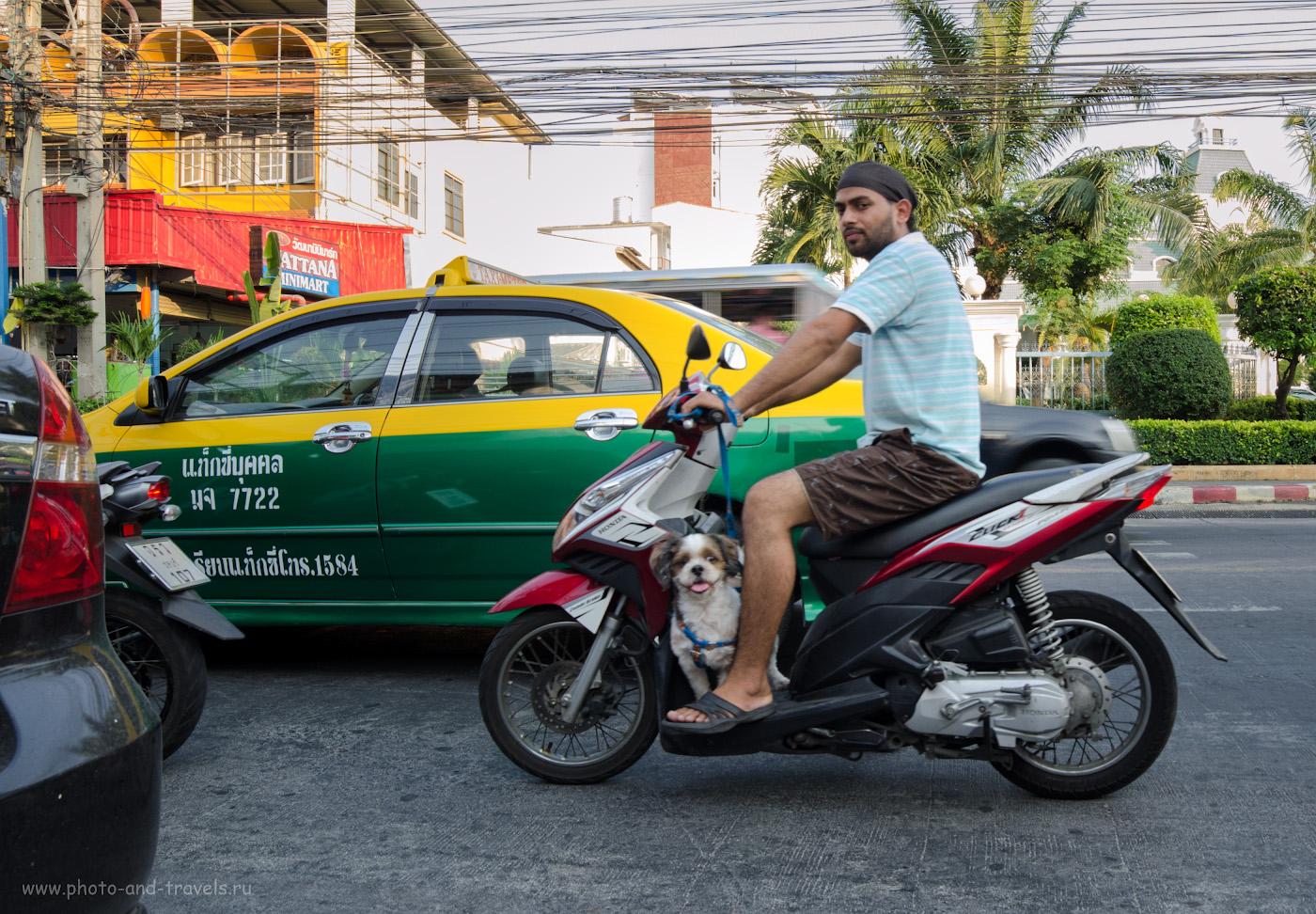 22. Традиционные такси в Паттае окрашены в зелено-желтый цвет. Отзывы туристов о поездке в Таиланд на отдых. Советы. Снято на Никон Д5100 и ширик Самъянг 14мм/2,8. 1/60 сек, А, f/9, 14 мм, 400.