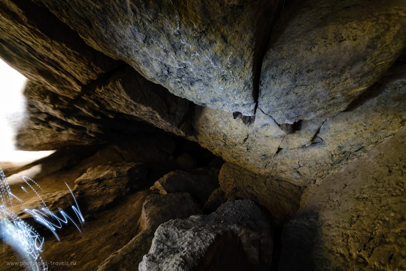 Фотография 28. Бабочка, зимующая в Зотинской пещере. Освещал фонариком. 30 сек., -0.67, 5.6, 800, 14.