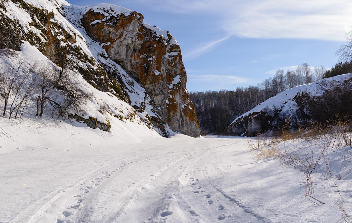 Фотография 35. За этой скалой тропа уводит налево в гору – туда, где шоссе. Как дойти до Зотинской пещеры. 1/200, 8.0, 100, 34.