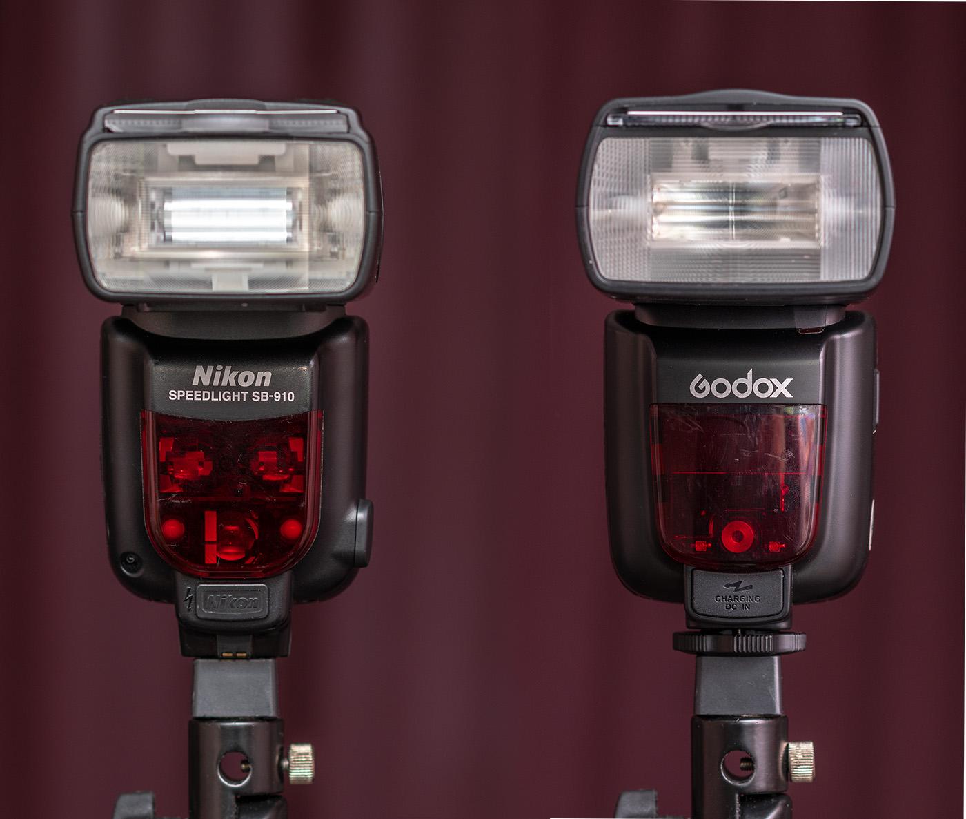 Фото 1. Сравнение внешнего вида вспышек Nikon SB-910 и Godox TT685n. Вид спереди. Отзыв владельца.