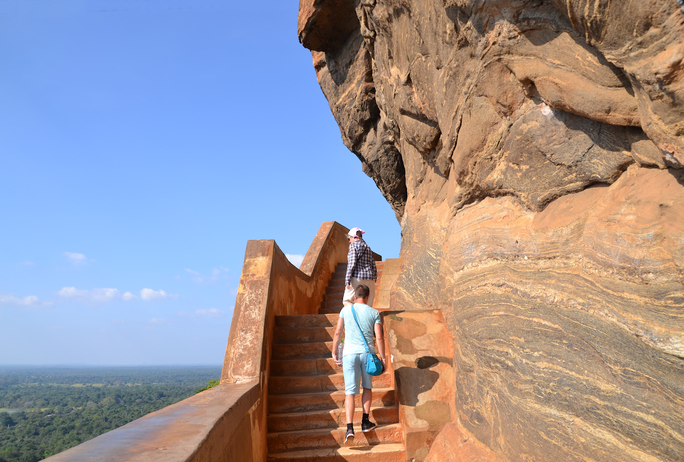 Фото 28. Трудный ли подъем на скалу Сигирия? Отзывы туристов об экскурсиях на Шри-Ланке. 1/320, 9, 100, 55.