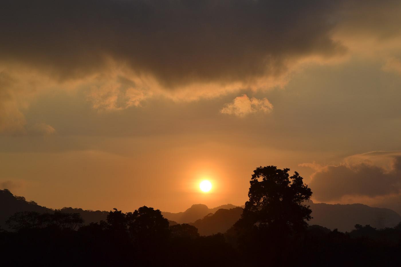 Фотография 30. Незабываемый рассвет в Сигирии. Стоит ли ехать так далеко из Унаватуны? Отчет о самостоятельном путешествии на Шри-Ланку из Омска. 1/640, 13.0, 100, 55.