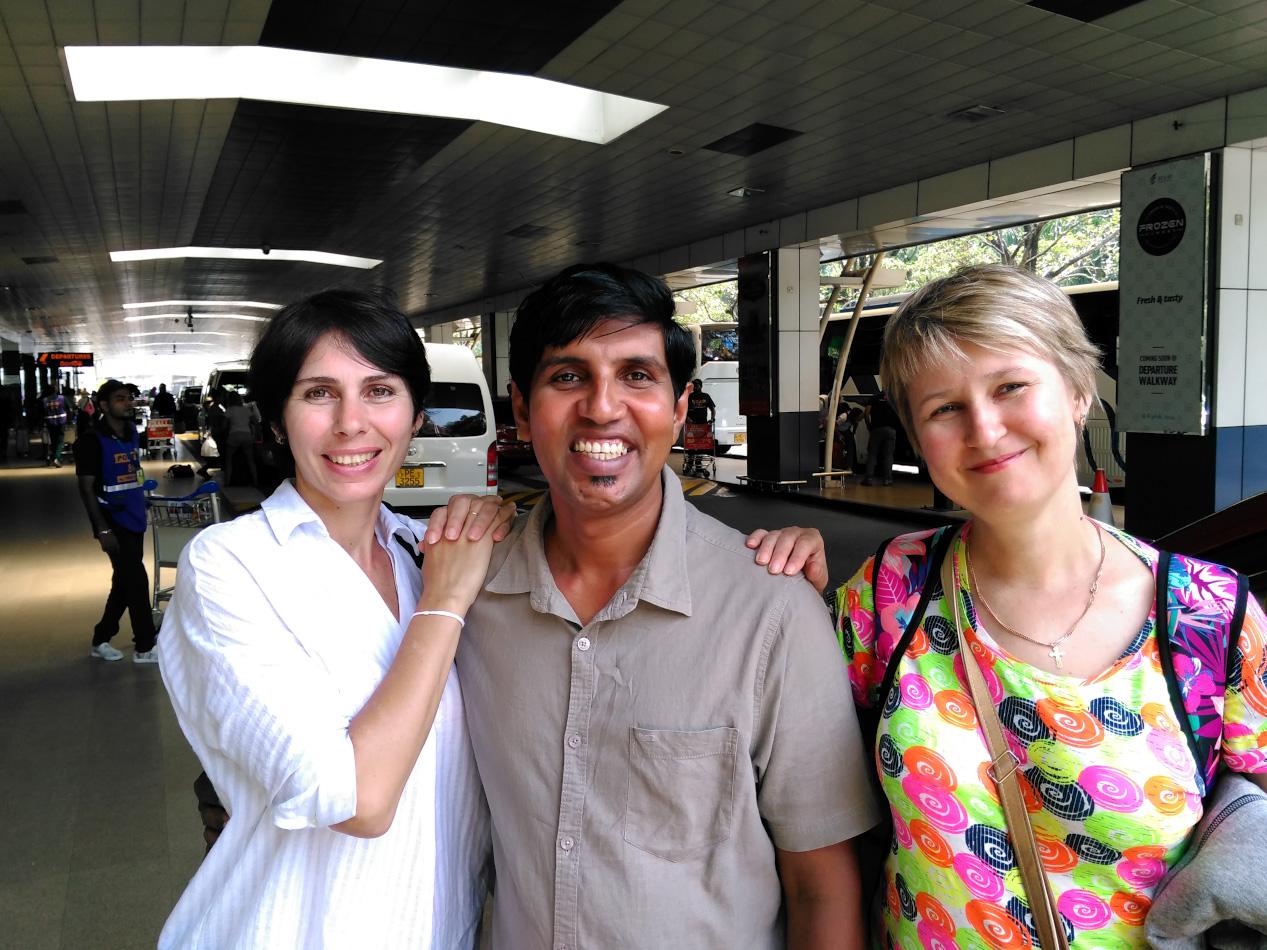 Фотография 31. Наш водитель Прасанг, подаривший незабываемое путешествие на автомобиле по Шри-Ланке. Снято на смартфон.