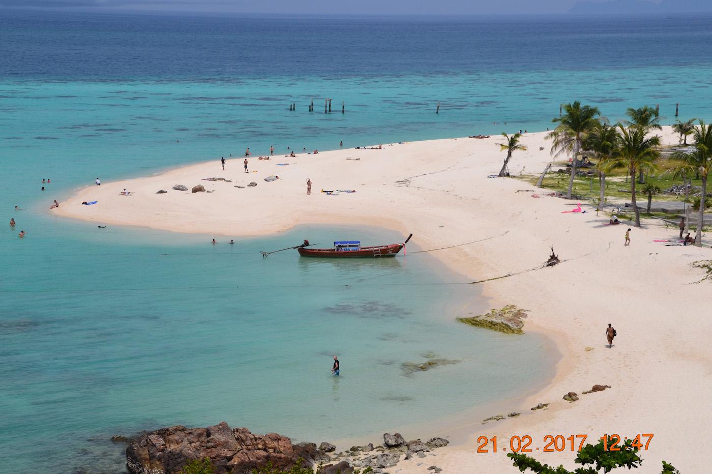 Фото 12. Коса, отделяющая пляжи Sunrise Beach и Bulow beach на острове Ко Ланта. Как отдохнуть в Таиланде дикарём.