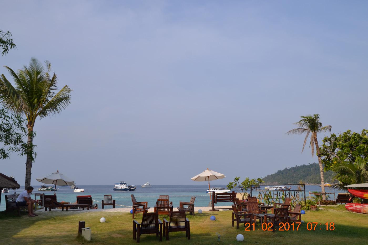 Фото 16. Зона отдыха отеля «Bundhaya Resort***» на пляже Паттайя острова Ко Липе. Отчеты туристов о поездке в Таиланд своим ходом. 1/400, 10.0, 100, 55.