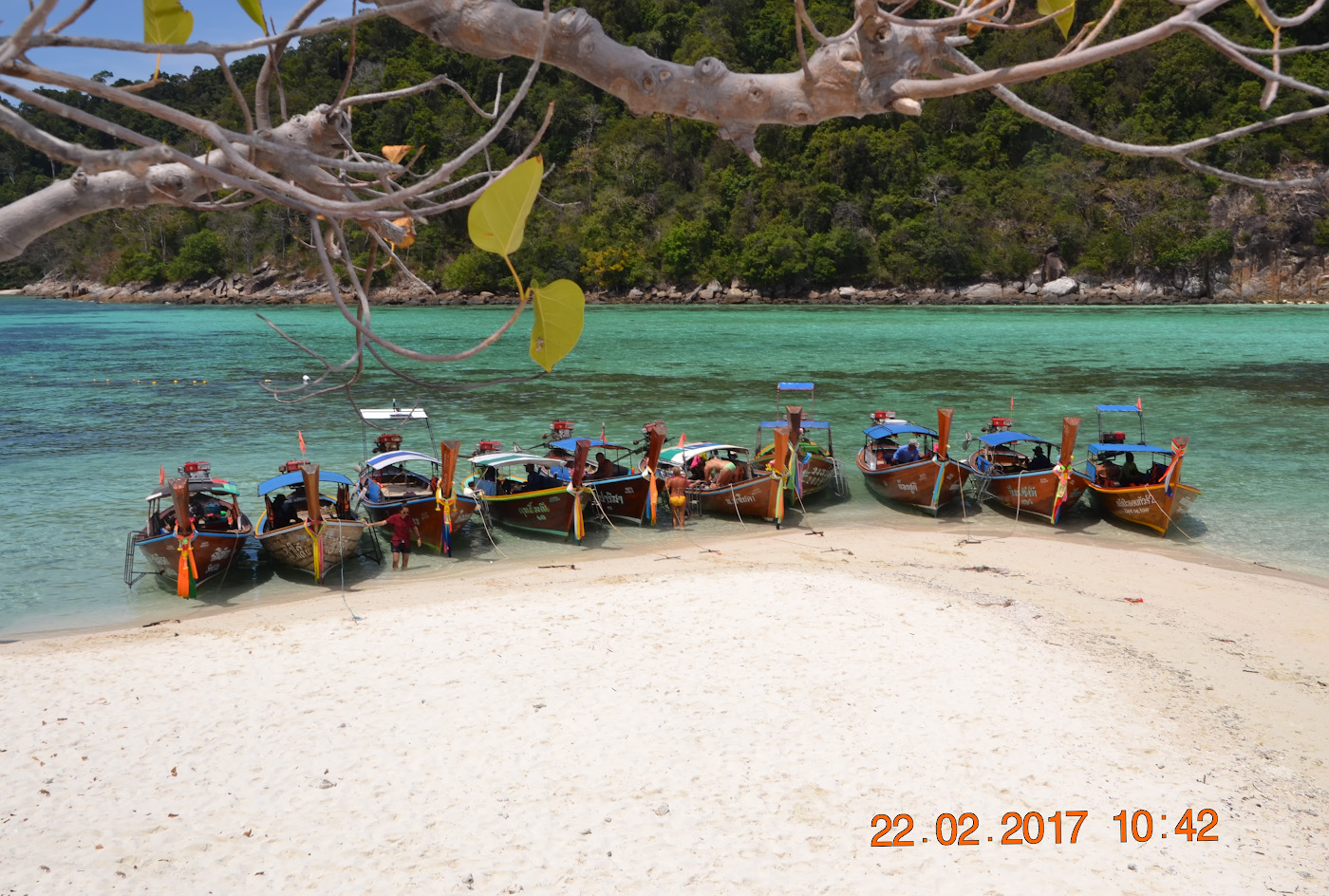Фотография 24. Вид на остров Аданг с Ко Липе. Отзывы туристов об отдыхе в Таиланде дикарями. Снято на Sony DSC-H20 с настройками: 1/200, 8.0, 80, 6.3.