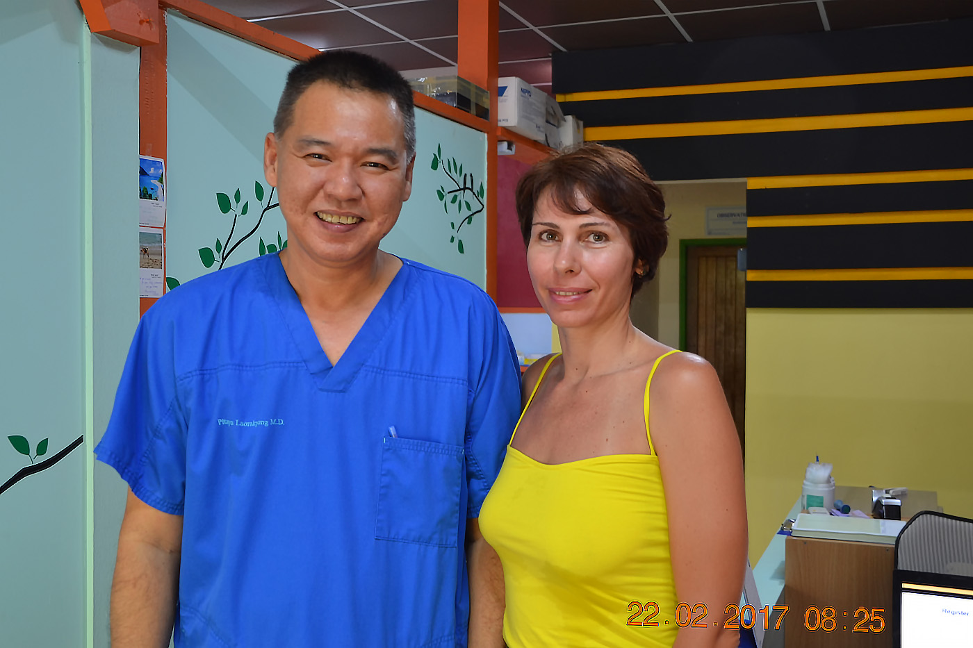 Фото 27. Памятное фото с доктором из клиники «SAMS» (Southern Andaman Medical Clinic) на Ко Липе. Что делать, если заболел во время отдыха в Таиланде. 1/20, 5.0, 400, 55.