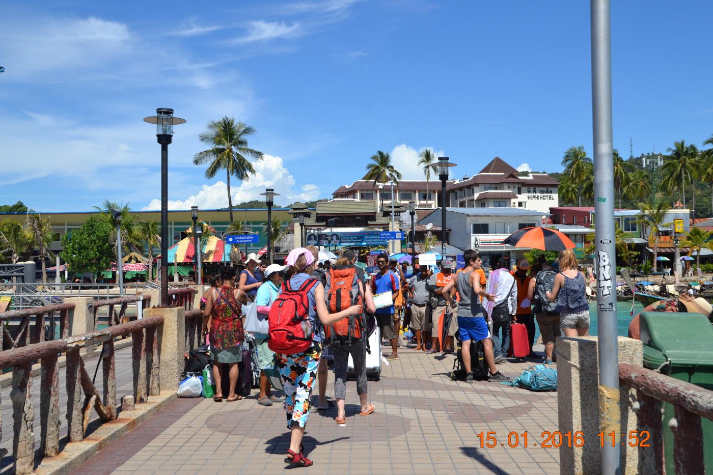 Фото 6. Прибытие туристов на остров Пхи Пхи Дон. Пирс. 1/400, 10.0, 100, 55.