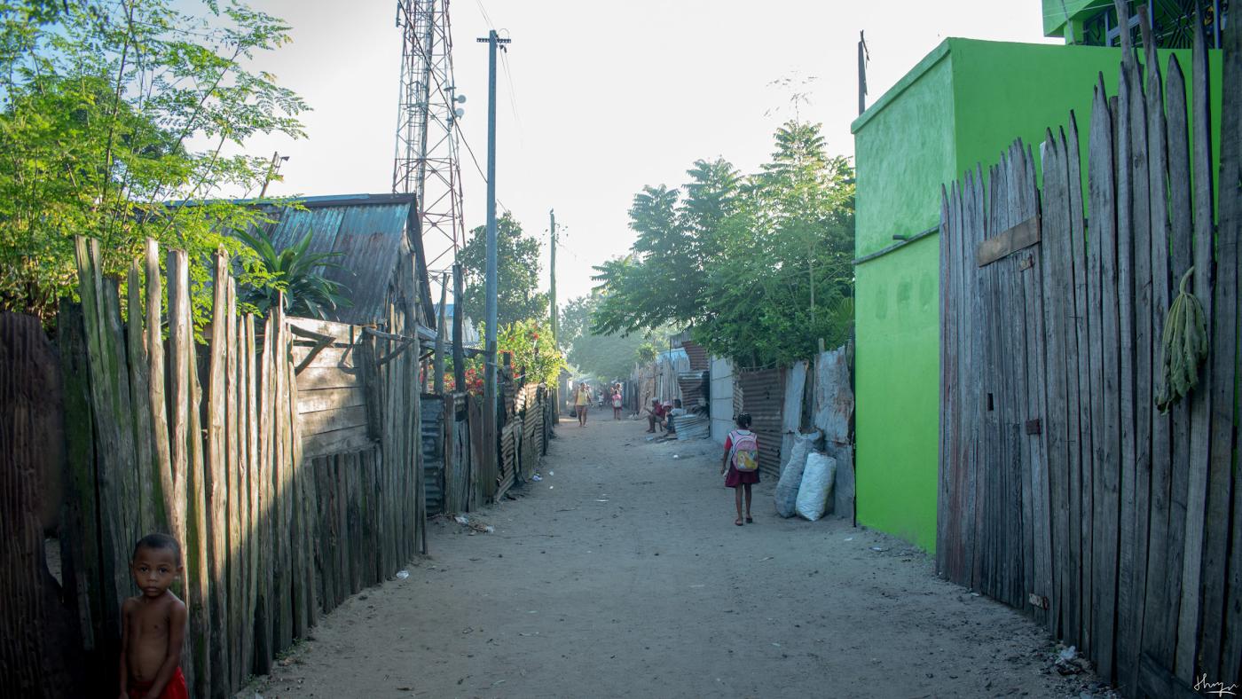 Фотография 24. Простая улица на Мадагаскаре. Подходит ли Nikon D5600 КИТ 18-55 AF-P для стритфото.
