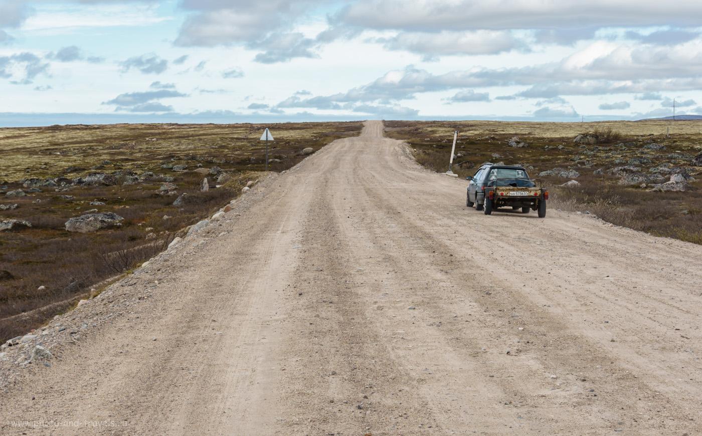 Фотография 4. Грунтовая дорога на Териберку проходит по каменистой тундре.
