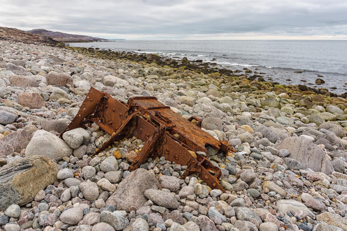Фотография 16. Галечный пляж левее мыса Жилой - вид в сторону мыса Астровертов. Берег Баренцева моря – Северный Ледовитый океан.