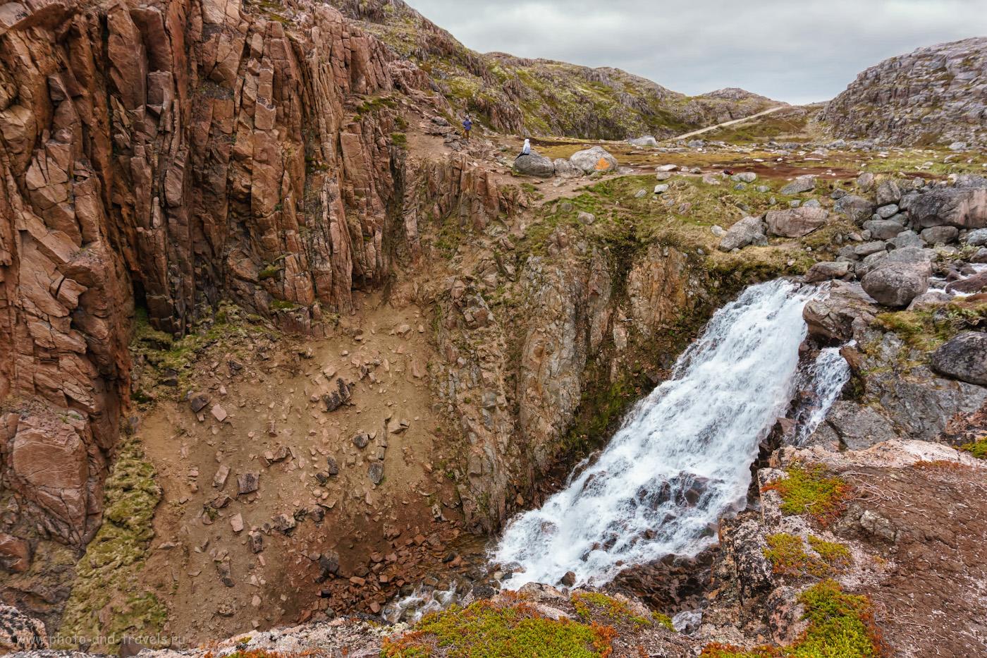 Фотография 32. Туристы у Батарейского водопада. Отчет о поездке из Мурманска в Териберку самостоятельно на авто.