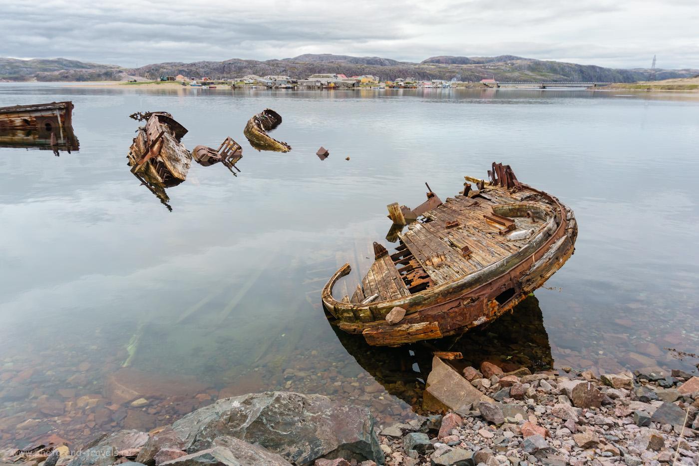 Фотография 44. Кладбище кораблей на фоне Старой Териберки. Рассказ о поездке из Мурманска на такси к берегу Баренцева моря.