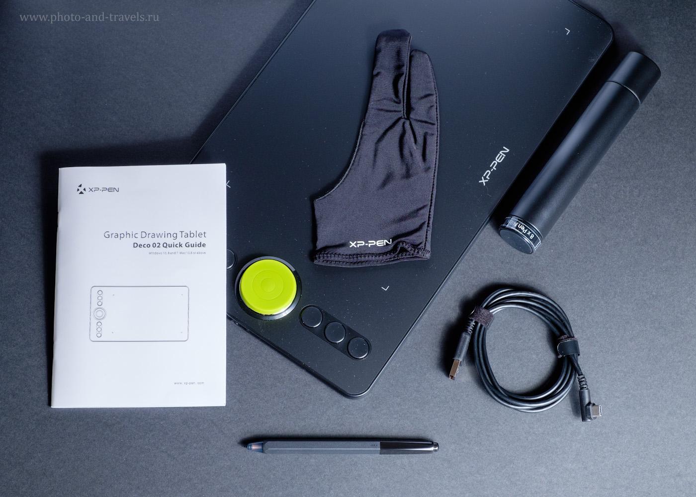 Фотография 2. Что идет в комплекте поставки с планшетом XP-PEN Deco 02? Инструкция, перчатка, пенал для пера и запасных наконечников, кабель USB и стилус.