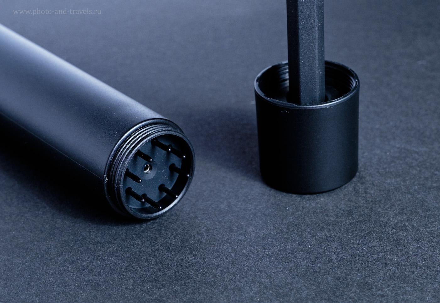 Фотография 6. Пенал планшета XP-PEN Deco 02, хранящий 8 сменных наконечников. Отверстие в центре позволяет их снимать со стилуса при замене. Крышка достаточно тяжелая, чтобы устанавливать перо вертикально. 1/180, 10.0, 400, 55.