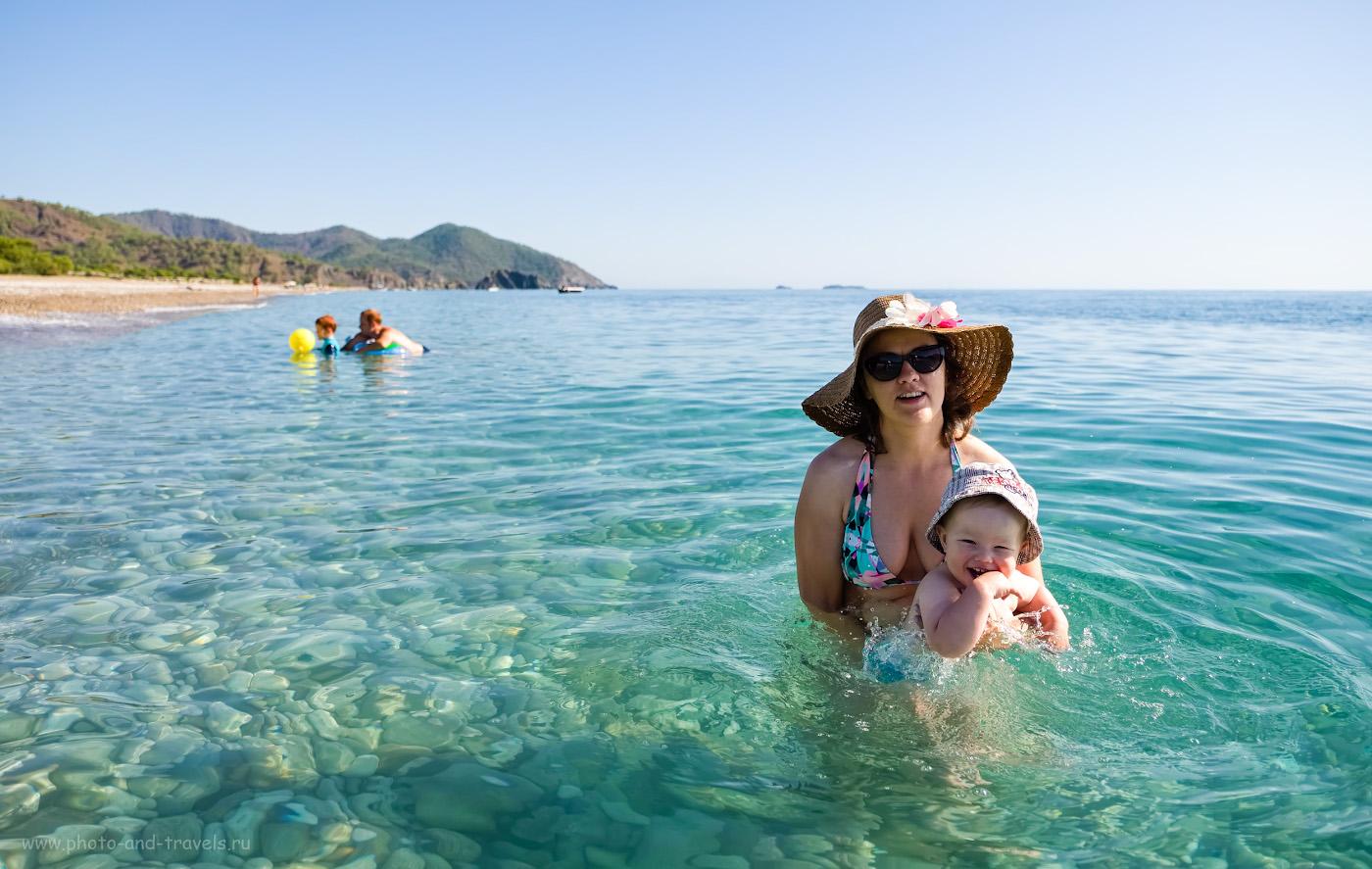 Снимок 20. Отдых с ребенком на море в поселке Чиралы в районе Кемера. Вы видите участок пляжа длиной километра полтора. На нем – 3 человека… 1/1700, 2.8, 200, +1.0, 17.