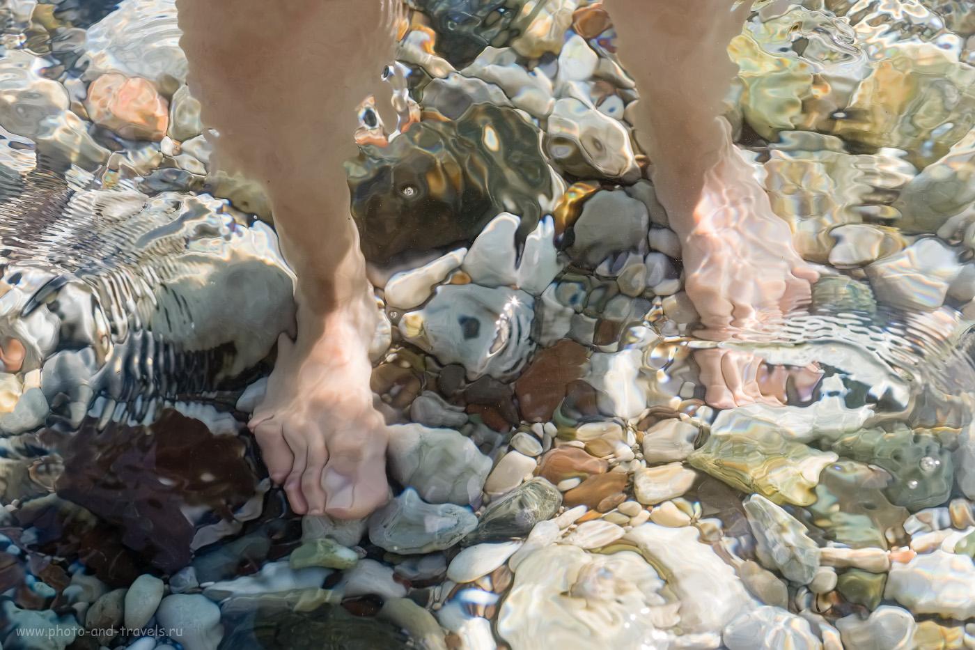 Фотография 19. Благодаря галечному дну вода на пляже Чиралы прозрачная, как стекло. 1/350, 7.1, 200, -0.33, 55.
