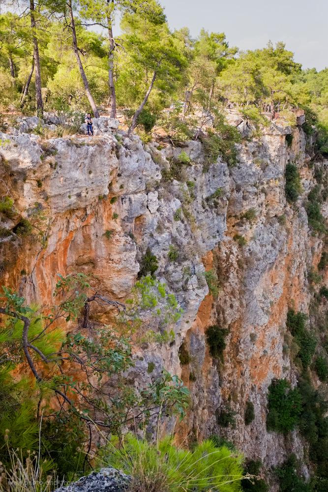 Фотография 7. Найдите ребенка и маму на стене каньона Гювер Учуруму (Güver UçurumuKanyonu). Чем заняться на отдыхе в Анталии или Кемере? Отправиться в пеший поход по национальному парку. 1/100, 8.0, 640, -0.33, 22.