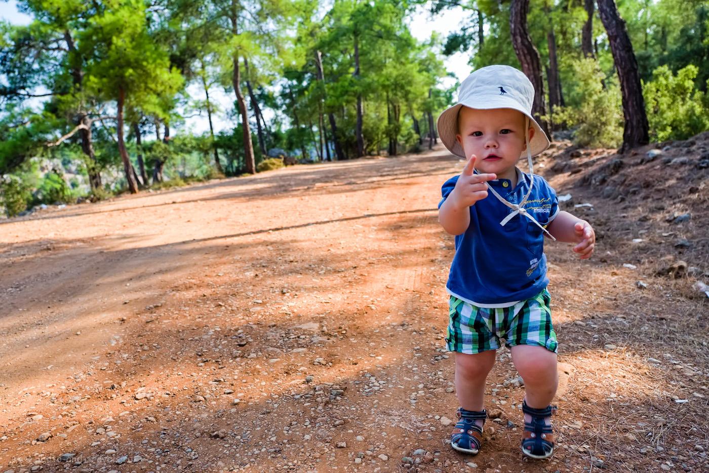Фотография 42. Когда ребенок выдает претензию родителям по поводу отдыха в Турции… Снято по дороге, идущей вдоль каньона Гювер Учуруму в окрестностях Анталии. 1/250, 2.8, 320, +1.0, 16.