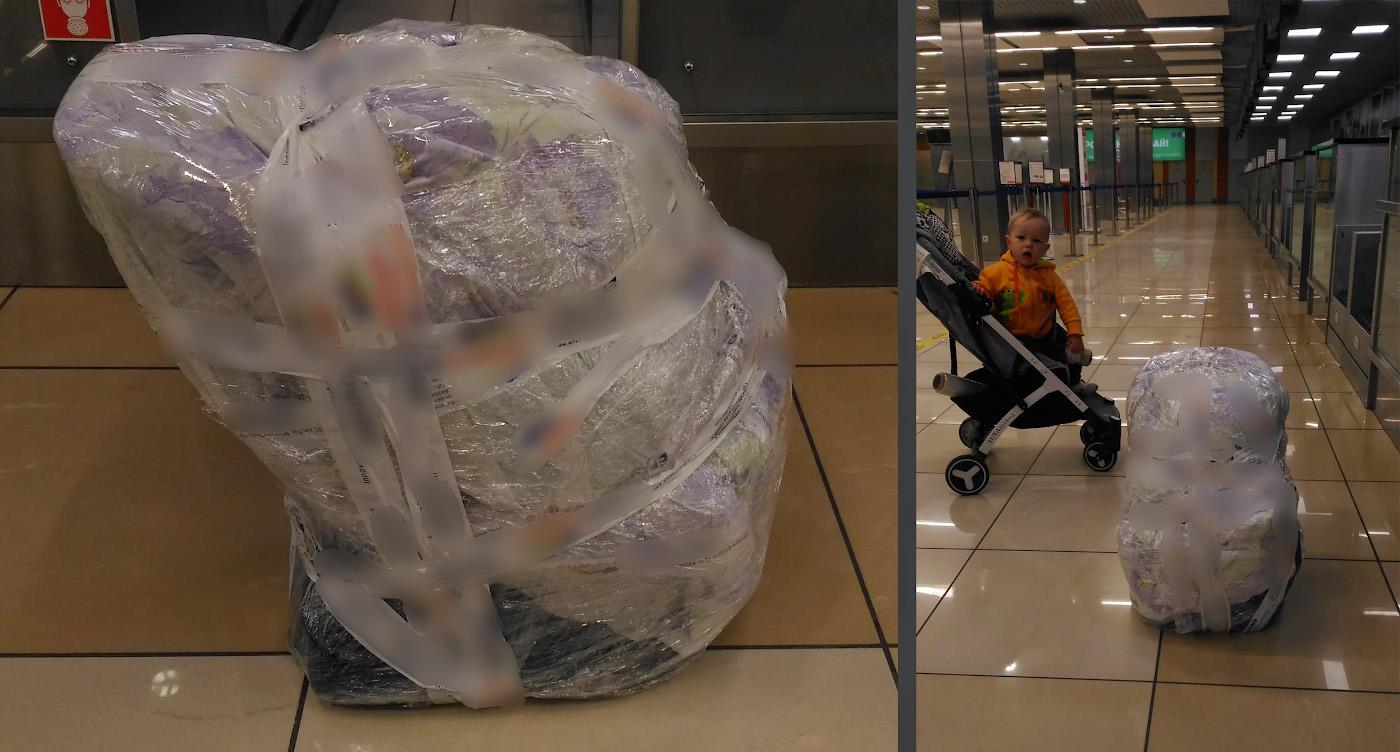 31. В таком виде мы сдавали наше детское автокресло в багаж. Вес 14 кг. На заднем плане - сын в коляске «YOYA PLUS», ее оставили у трапа самолета. Фотография снята на смартфон.