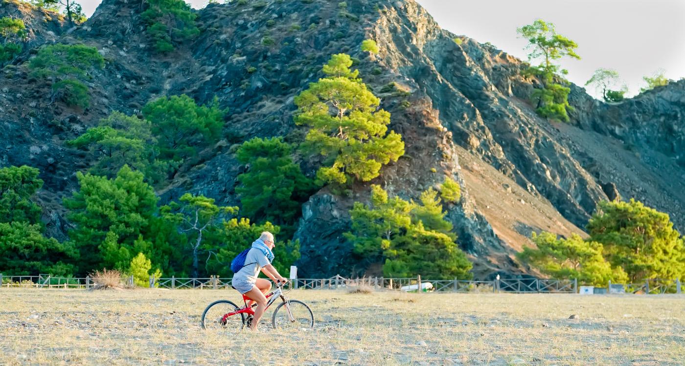 22. Чем заняться в Чиралы туристу? Взять в аренду велосипед и кататься по окрестностям. 1/320, 4.5, 800, +0.33, 78.