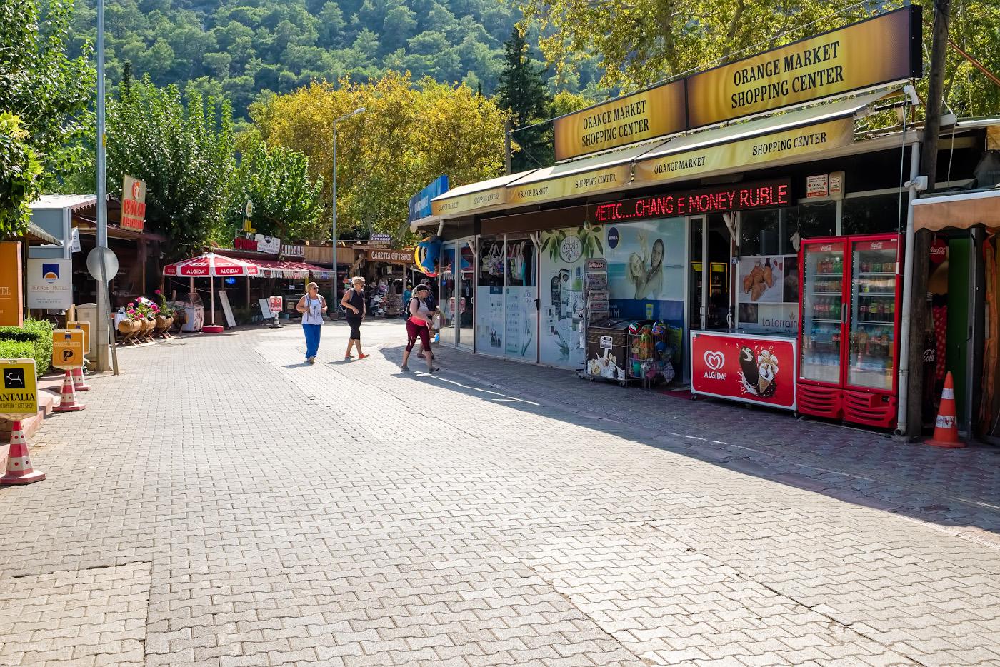 Фото 46. Так выглядит магазин «Orange Market» в Чиралы, где можно купить продукты, спиртное (вино, пиво, крепкие напитки) и все необходимое туристу. Очень вкусная клубника у них. 1/250, 8.0, 200, 24.