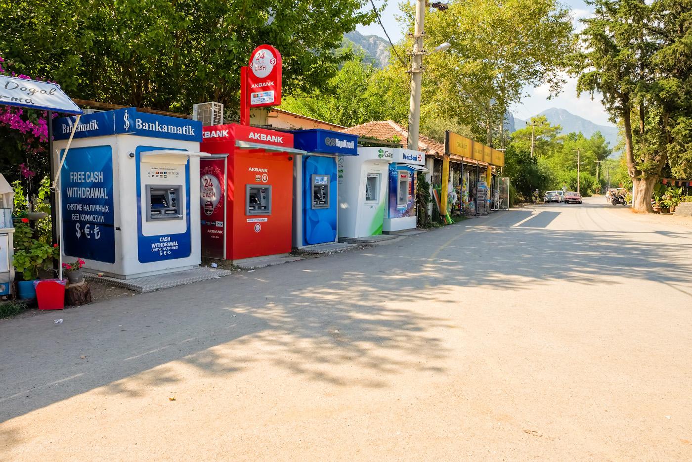 Фотография 41. Банкоматы в поселке Чиралы. Где снять турецкие лиры на отдыхе в Турции. 1/110, 9.0, 200, +0.33, 16.