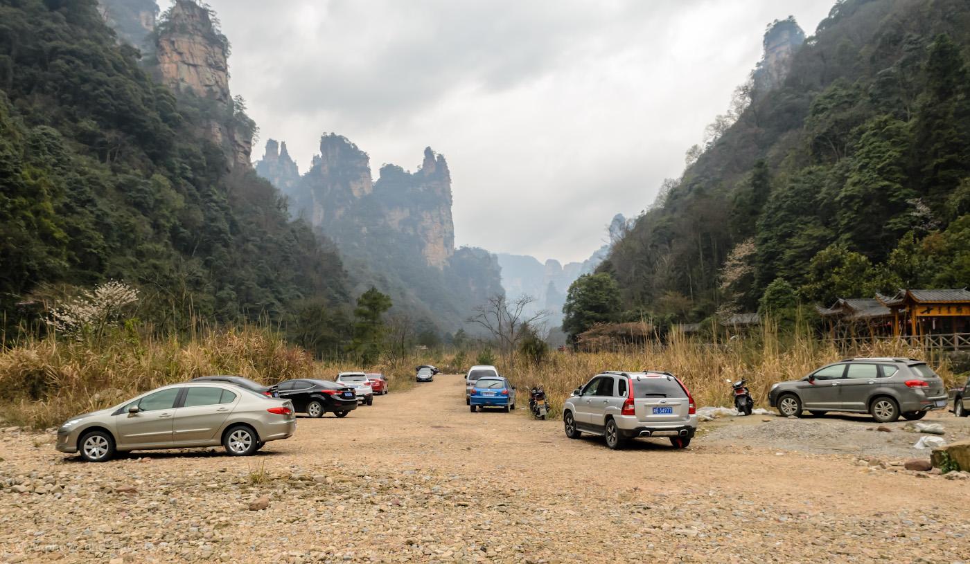 Фотография 4. Здесь начинается дорога к деревне обезьян в заповеднике Zhangjiajie National Forest Park (湖南张家界国家森林公园). Отзывы об экскурсии в парк из Улинъюань. 1/400, 10.0, 500, 17.