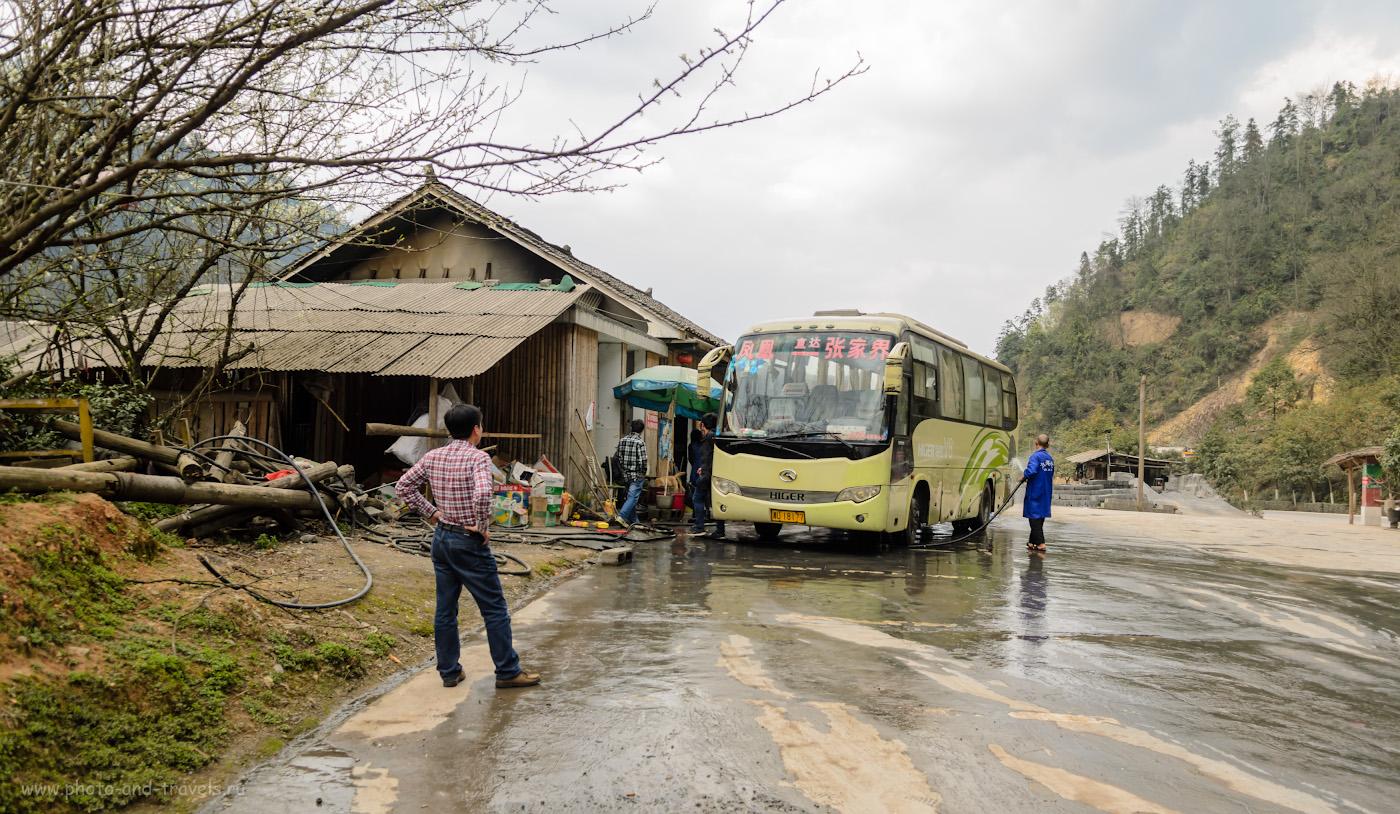 Снимок 10. Во время поездки из Чжанцзяцзе в город Fenghuang сделали остановку... Лучше бы мы не останавливались! Гид замучал... 1/160, 3.5, 100, 17.