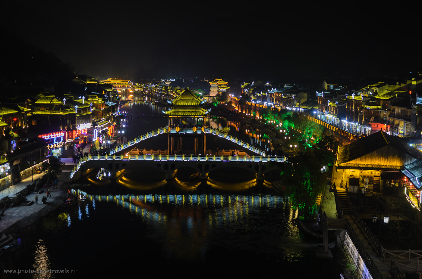 14. Пейзаж ночного города Фенхуан (Fenghuang Ancient Town, 凤凰县) в Китае. Отзыв о самостоятельной экскурсии из Чжанцзяцзе. 0.8, 2.8, 100, 26.