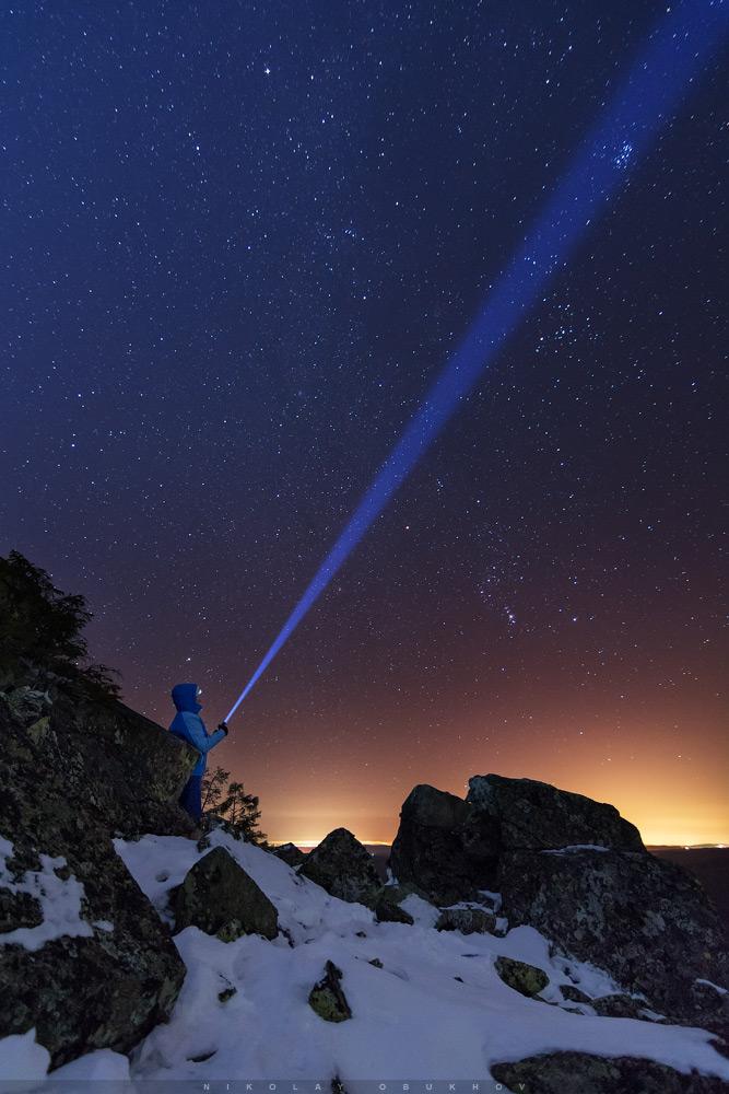 Фотография 1. Пример фотосъемки ночного пейзажа. Камера Nikon D7100 с объективом Tokina AT-X 116 PRO DX-II 11-16mm f/2.8. Небо: 11 mm, ISO 2500, f/2.8, 20 s, 1 кадр. Земля: 11 mm, ISO 640, f/2.8, 97 s, 1 кадр.