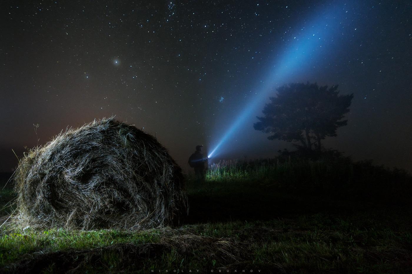 Фото 12. Селфи в ночном тумане. Камера Nikon D7100 с объективом Tokina 11-16mm f/2.8 DX II. 12 mm, ISO 1600, f/2.8, 30 s, 1 кадр.