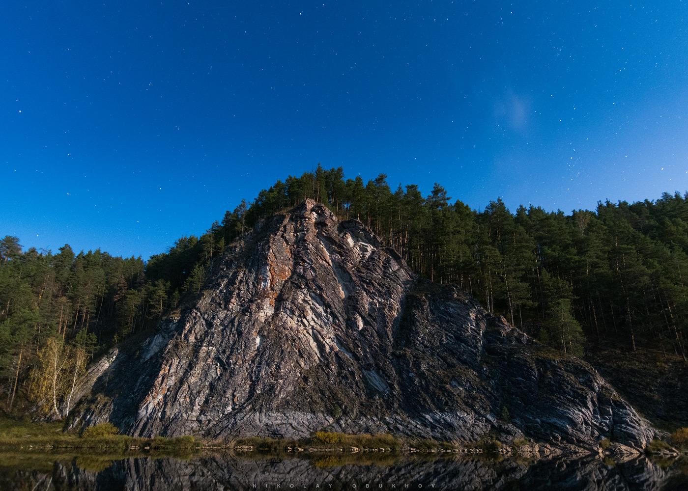 Фотография 5. Пример съемки ночного пейзажа в полнолуние. Камера Никон Д7100 с объективом Токина 11-16/2.8. 11 mm, ISO 2500, f/2.8, 20 s, 1 кадр.