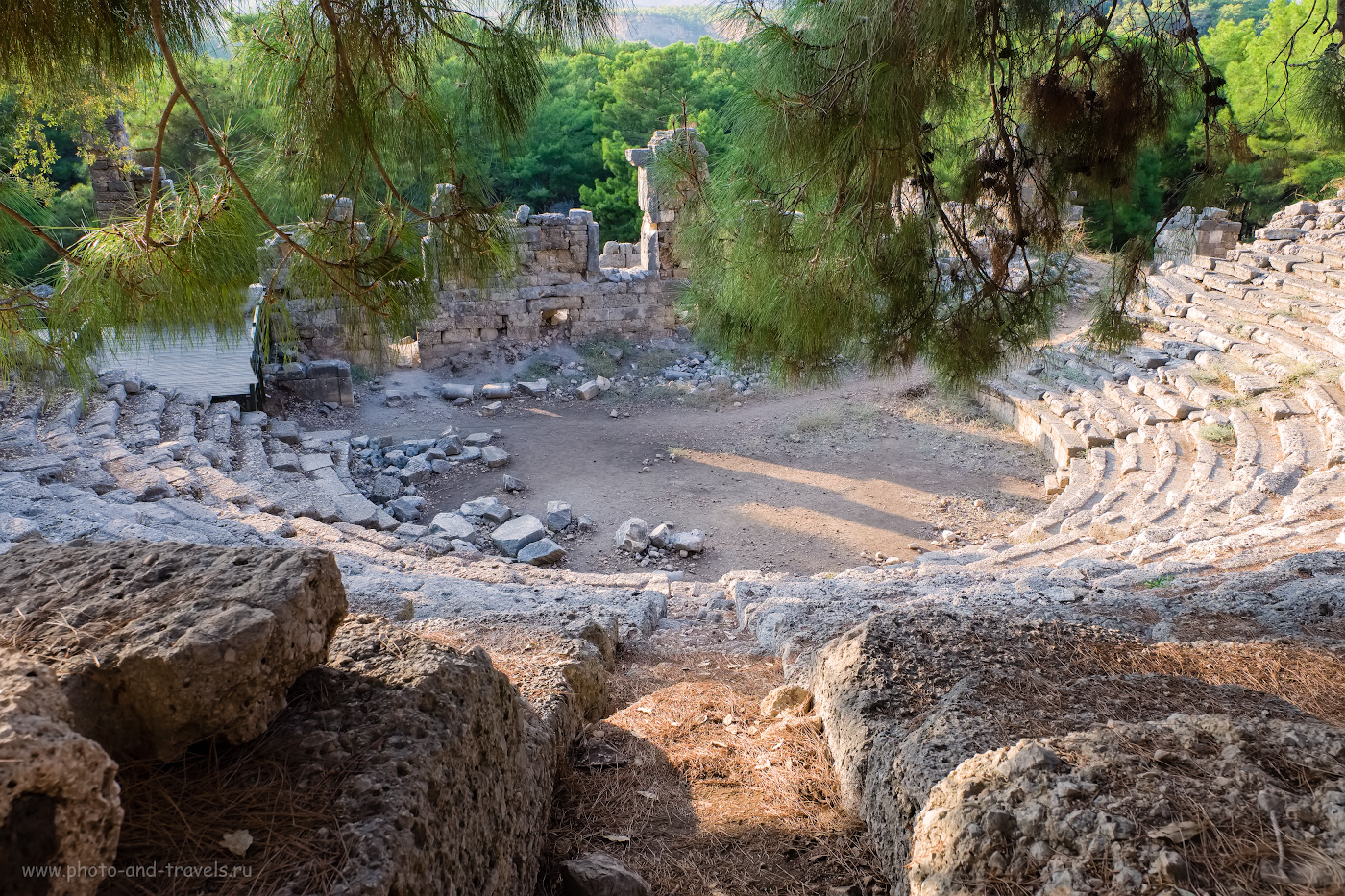 17. Амфитеатр в Фаселисе. Подумать только, 2000 лет назад здесь сидели люди и смотрели представление! 1/60, 8.0, 320, 16.