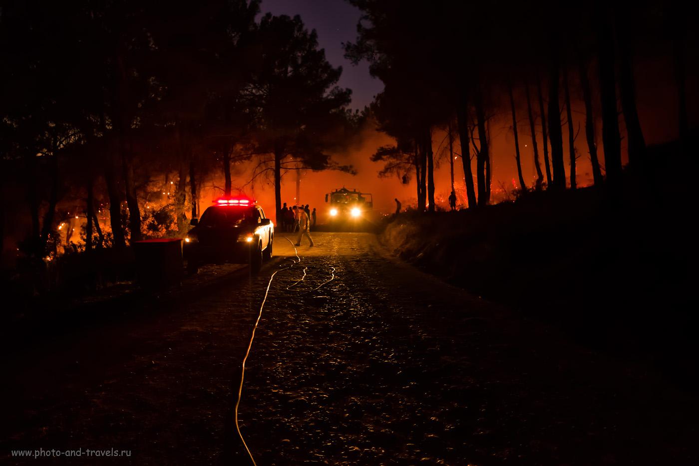 Фото 26. Пожар в лесу по пути от маяка Гелидония в поселок Караёз. Опасно ли в Турции ходить по горам? В=0,1 сек., f/2.8, ISO 3200, -0.67, ФР=16 мм.