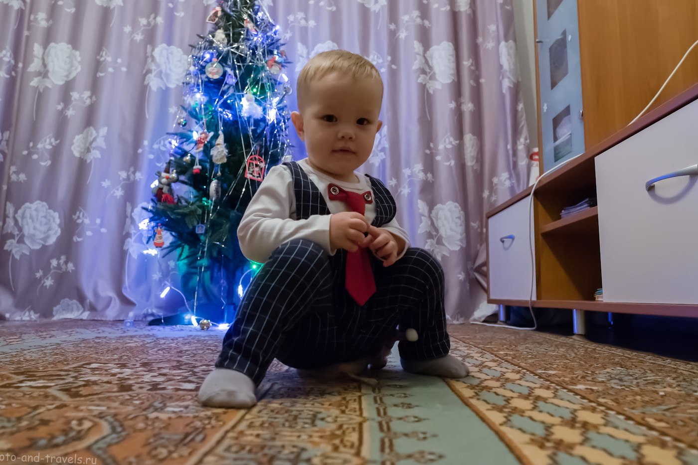 Фото 3. Трудности при съемке детского портрета на новогоднем утреннике при использовании освещения от ламп постоянного света в помещении. Снято на Fujifilm X-T10 с объективом Fujinon 16-55mm f/2.8 (в редакторе увеличил экспозицию на +1,5 EV). Настройки: 1/60, 3.2, 3200, 16.