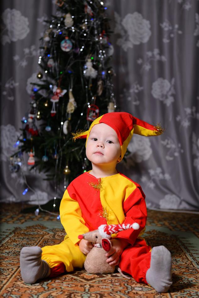 Фотография 7. Съемка детей на фоне ёлки с использованием внешней вспышки. Камера Nikon D610, объектив Nikon 24-70mm f/2.8G. Параметры: 1/250, 3.5, 160, 58.