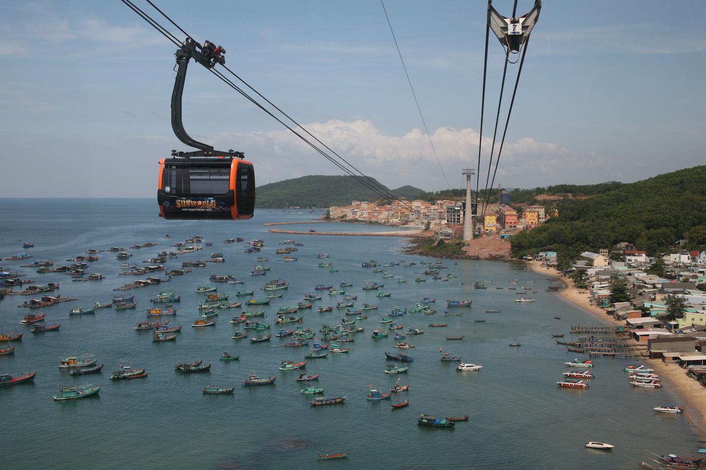 25. Вид из кабинки канатной дороги Phu Quoc Cable Car, соединяющей острова Фукуок и Тхом.1/500, 8.0, 400, 80.