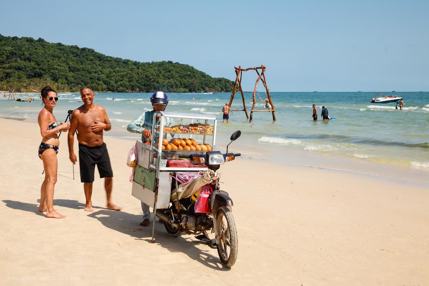 34. Продавец хот-догов БанМи на пляже. 1/60, 16.0, 100, 80.