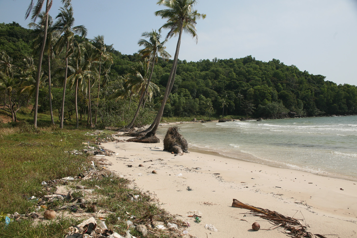 Фотография 10. Грязно ли на пляжах Вьетнама? Вот как выглядит мусор на пляже Бай Сао острова Фукуок. 1/500, 9.0, 320, 80.