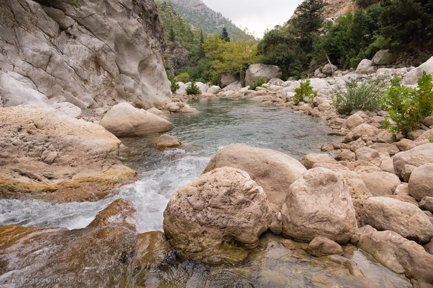 Фото 7. Валуны в русле реки Куздере в горах возле Кемера. Какие интересные места посмотреть на машине. 1/250, 3.2, 200, -0.33, 16.