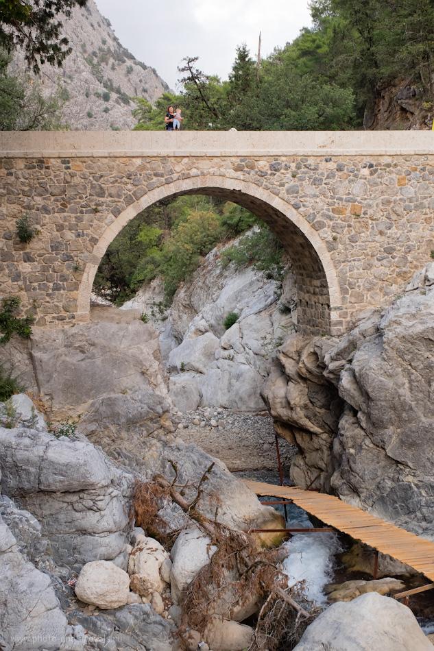 10. Видишь собаку? А она есть... Мост Кесме (Kesme Boğazı) через реку Куздере (Kuzdere) – живописнейшее место в окрестностях Кемера. 1/100, 8.0, 800, 25.