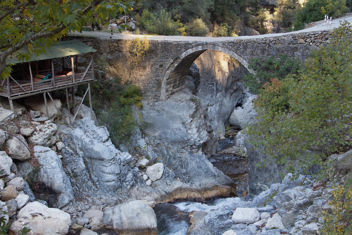 11. Так выглядел мост через реку Агва до реконструкции в 2017 году. Снимок предоставлен другом сайта Вероникой Бурликовой. Снято на камеру CanonEOS 650D KitEF-S18-135mm f/3.5-5.6IS STMв 2015 году. 1/50, 6.3, 200, +0.33, 35.