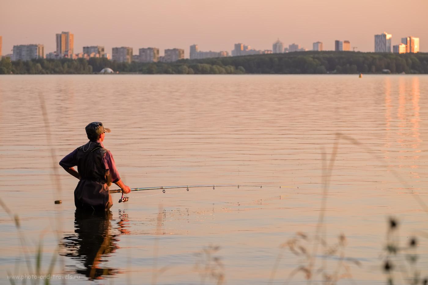 38. Наверное, у рыбаков такой же сложный выбор: что лучше, длинная и тяжелая удочка или короткая и легкая? Снято на Fujinon 50-200mm f/3.5-4.8. Параметры: 1/250, 5.0, 400, +0.67, 95.